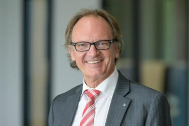 Portraitansicht Prof. Dr. Jürgen Moormann